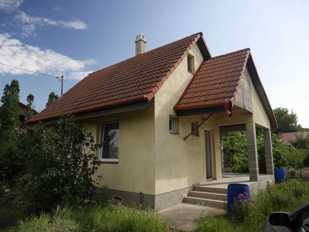 Zártkerti kis ház eladó