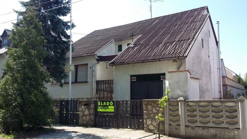 Tatai 2 szintes 5 szobás családi ház eladó