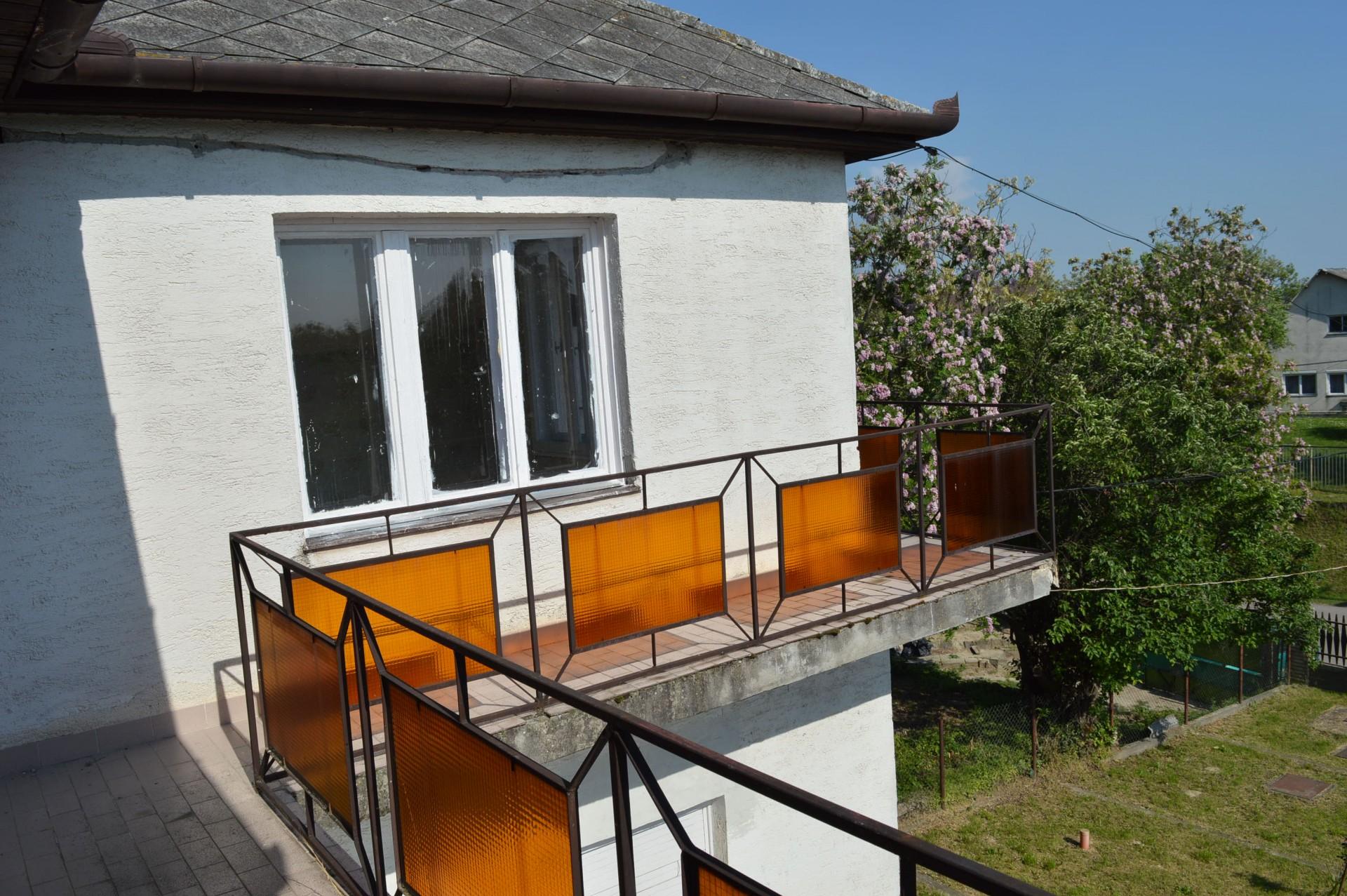 Iváncsán 1975-ben épült 2 szintes téglaépítésű családi ház eladó!