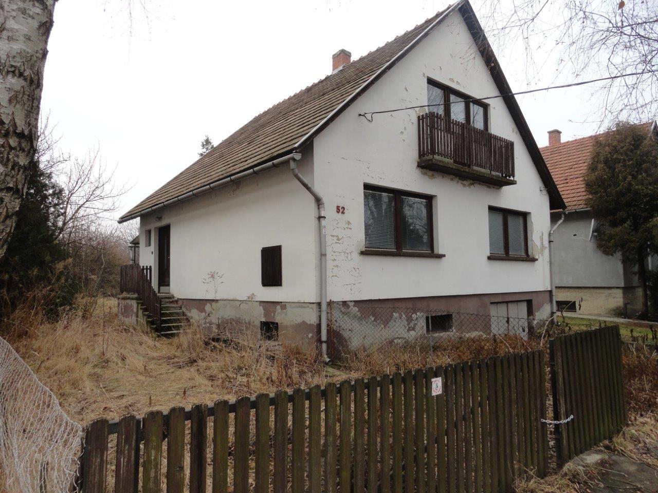 Bicskén eladó tégla építésű, 2 szintes felújítandó családi ház!