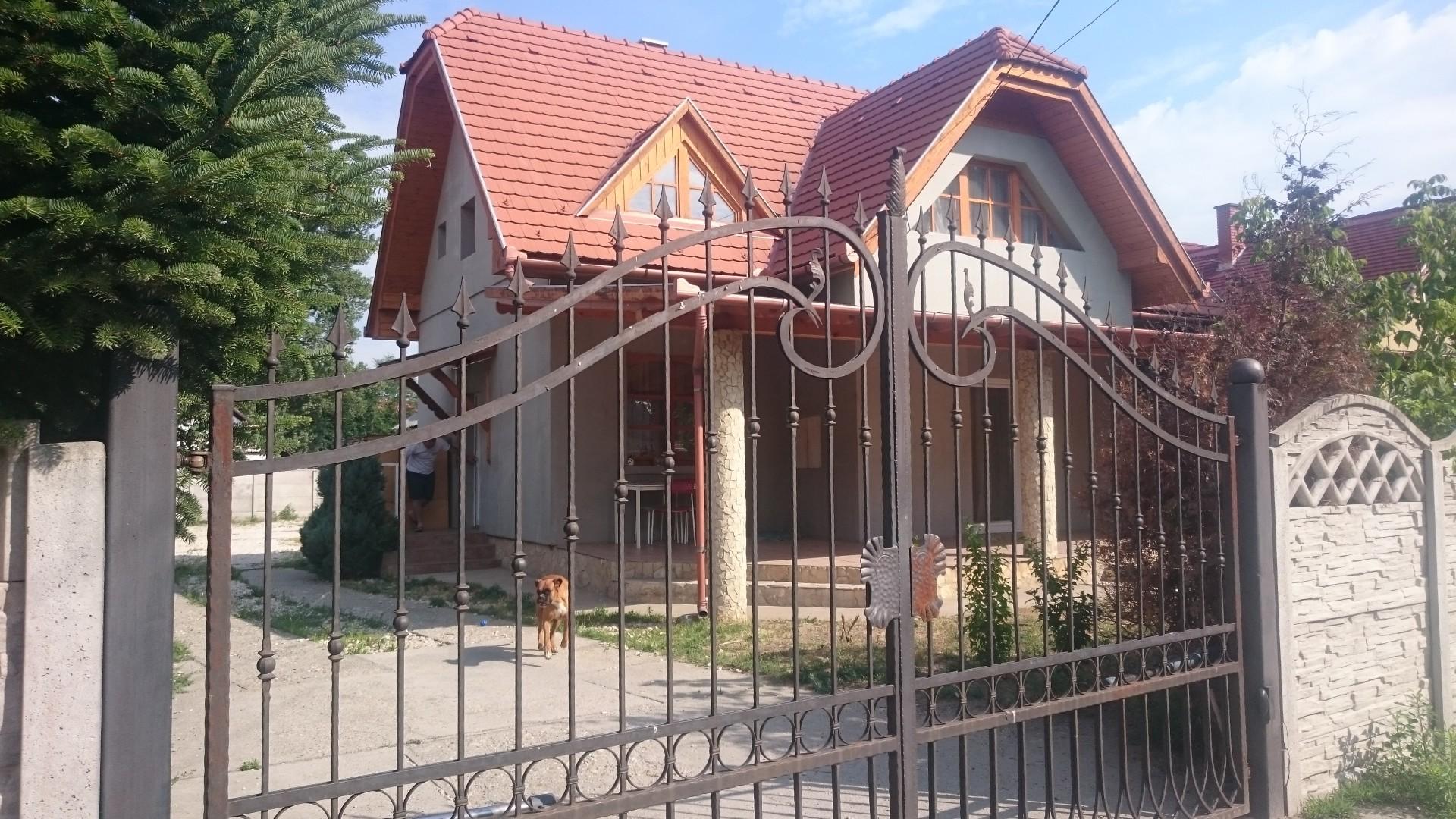 Ráckeve azonnal költözhető bútorozott  kétszintes családi ház eladó!