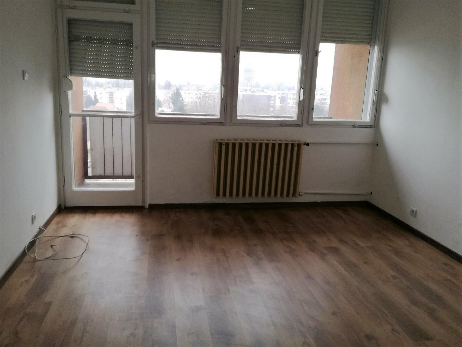 Szombathelyen a Joskar-Olan 6.emeleti felújított, 59 nm-es lakás, erkélyes eladó.