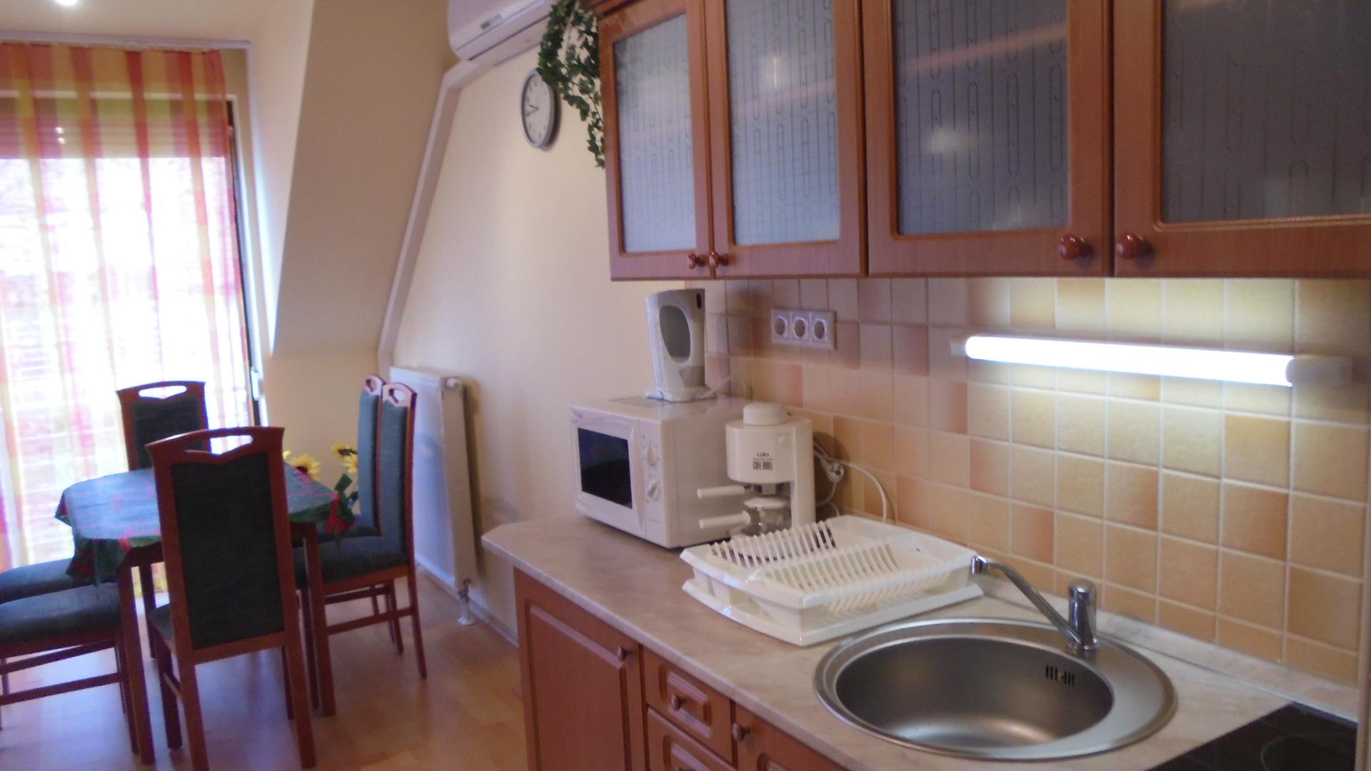 Siófok Aranyparton eladó egy 1,5 szobás téglalakás